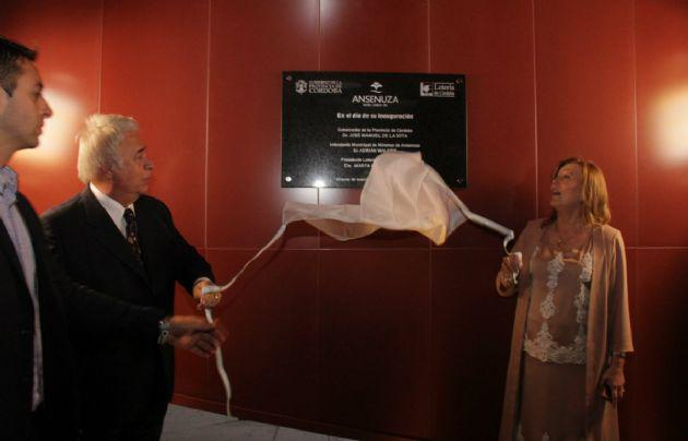 Marta Zabala, ex presidente de la Lotería de Córdoba, junto a De la Sota en la inauguración del hotel.